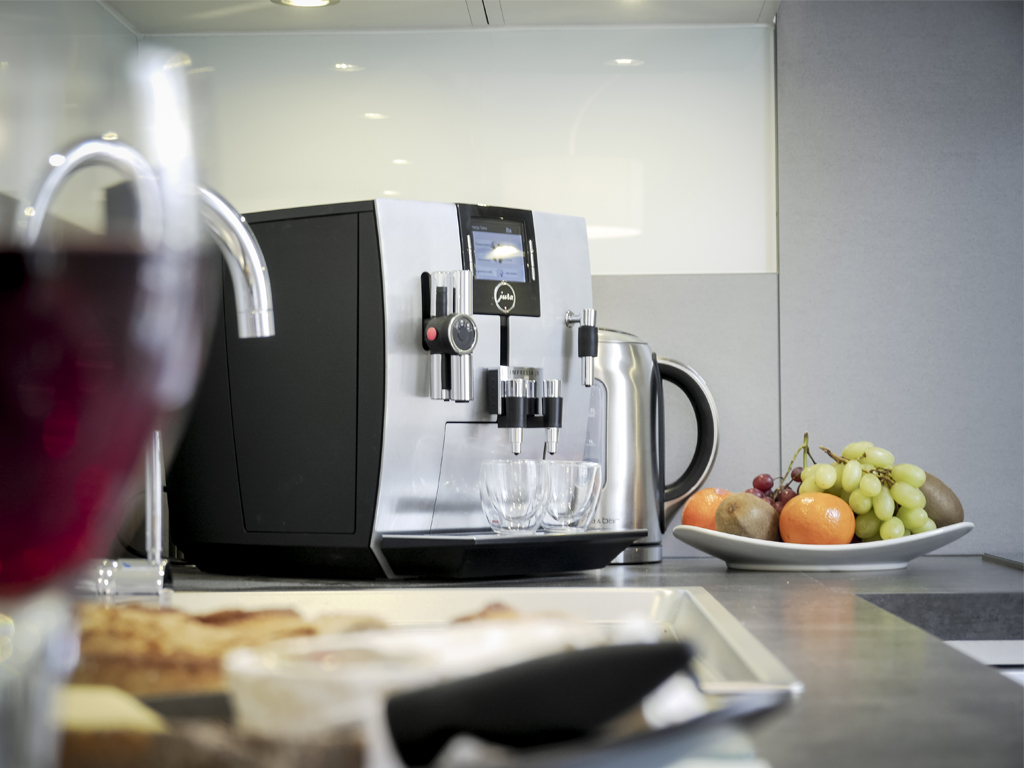 Jura coffee machine and Kettle